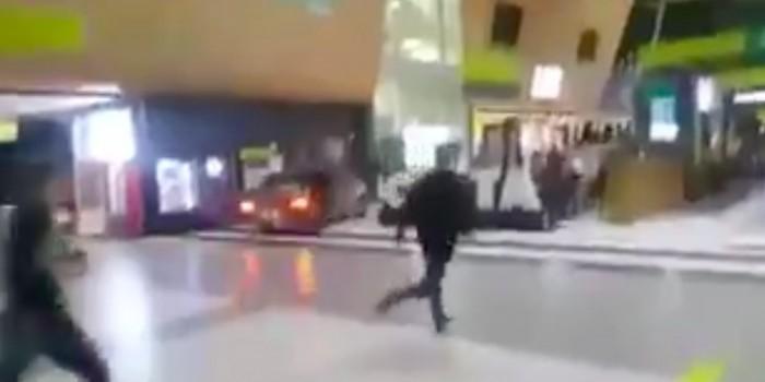 """Езда пьяного водителя """"Лады"""" по терминалу аэропорта Казани попала на видео"""