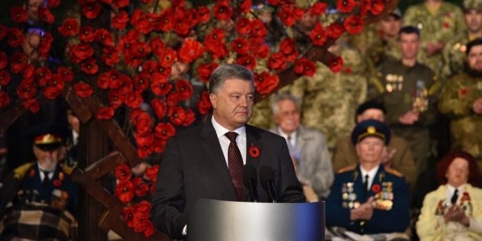 """Порошенко назвал акцию """"Бессмертный полк"""" спекуляцией на чувствах людей"""