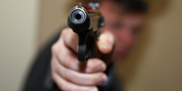 Новгородский полицейский застрелил коллегу, разбирая табельное оружие