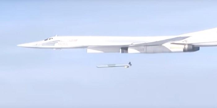 Минобороны опубликовало видео удара по боевикам ракетой с Ту-160