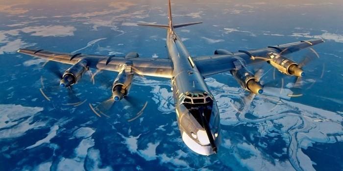 Американский авианосец встретился с российскими бомбардировщиками в открытом море