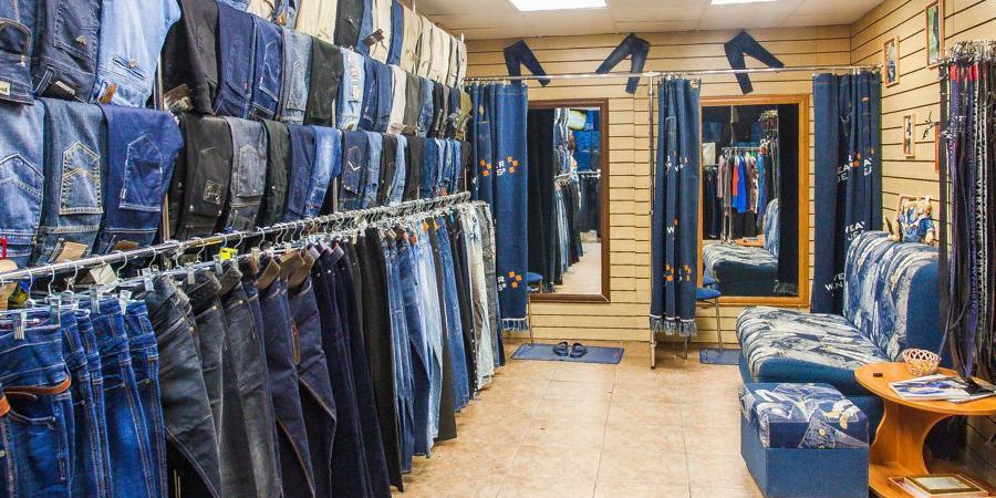 Женщина пыталась украсть 8 пар джинсов, надев их одновременно