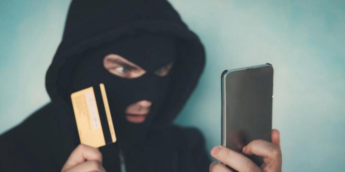 Эксперт рассказал, откуда мошенники берут информацию о россиянах