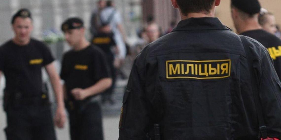 Житель Минска заявил в милицию на собственных детей из-за бело-красно-белых штор