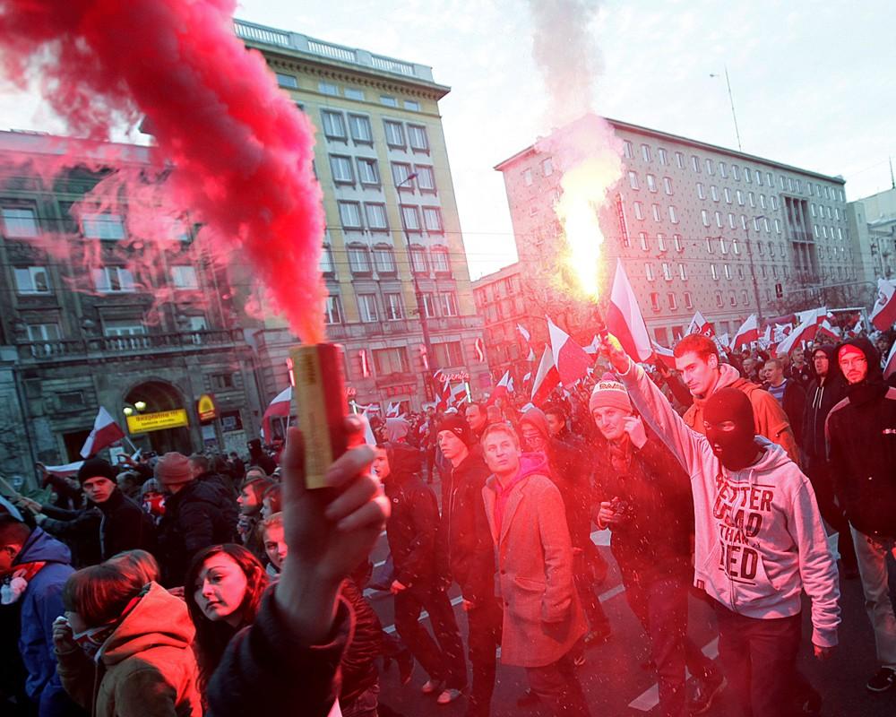 Беспорядки в Варшаве, атаковано посольство России