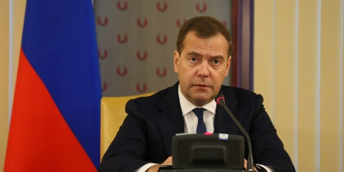 Медведев не исключил увеличение долгов по зарплатам