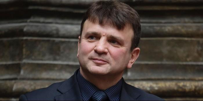 """Кем заменят Тимура Кизякова с его программой """"Пока все дома"""" на Первом канале"""