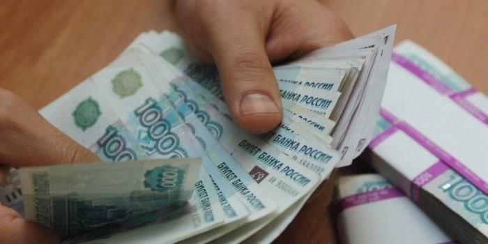 Депутаты предложили списывать просроченные штрафы с зарплаты
