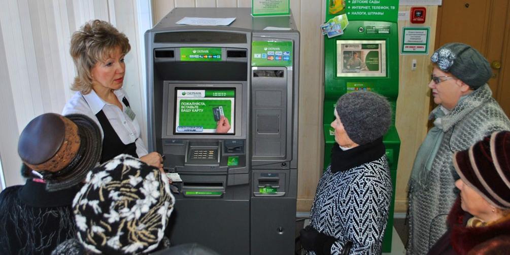 Пенсионерам могут разрешить отключать онлайн-операции