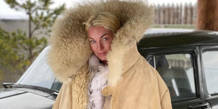 """""""Мало было той трагедии!"""": Волочкова возмутила фанатов вечеринкой с сухим льдом"""