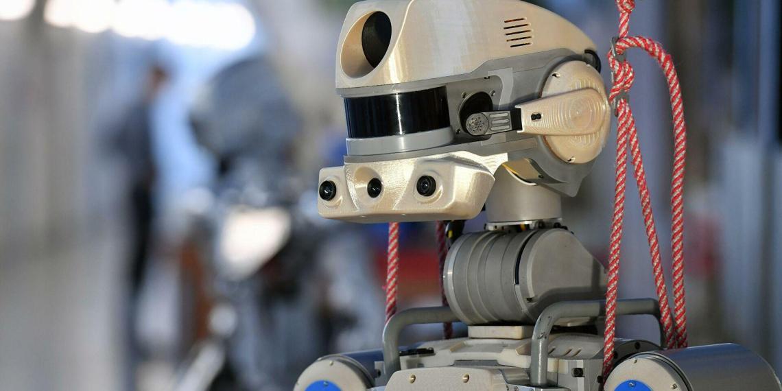 Космонавт Сураев отреагировал на твиты робота Федора о пьянстве на МКС