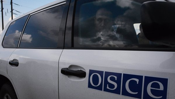 Friendly fire: украинские силовики обстреляли авто наблюдателей ОБСЕ