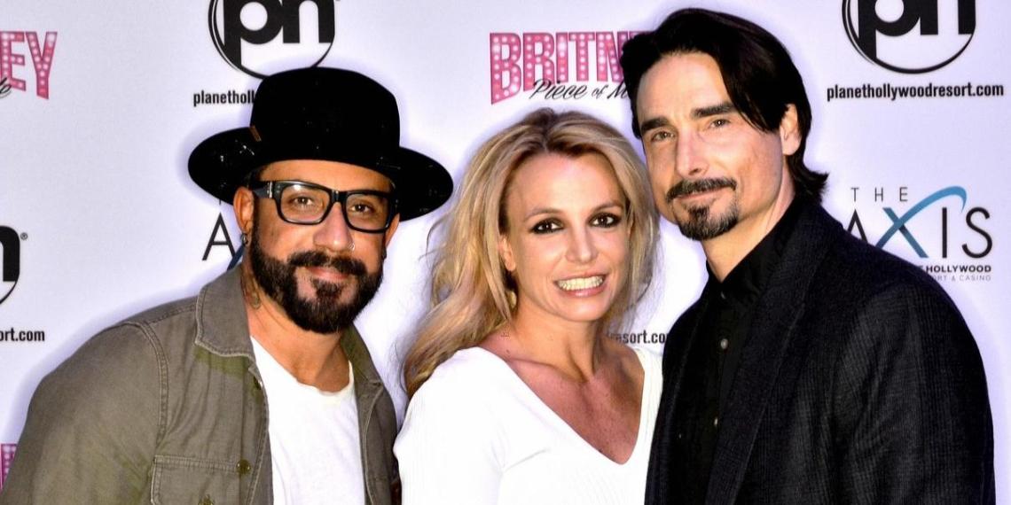 Бритни Спирс снялась почти полностью голой, выпустив новую песню с Backstreet Boys