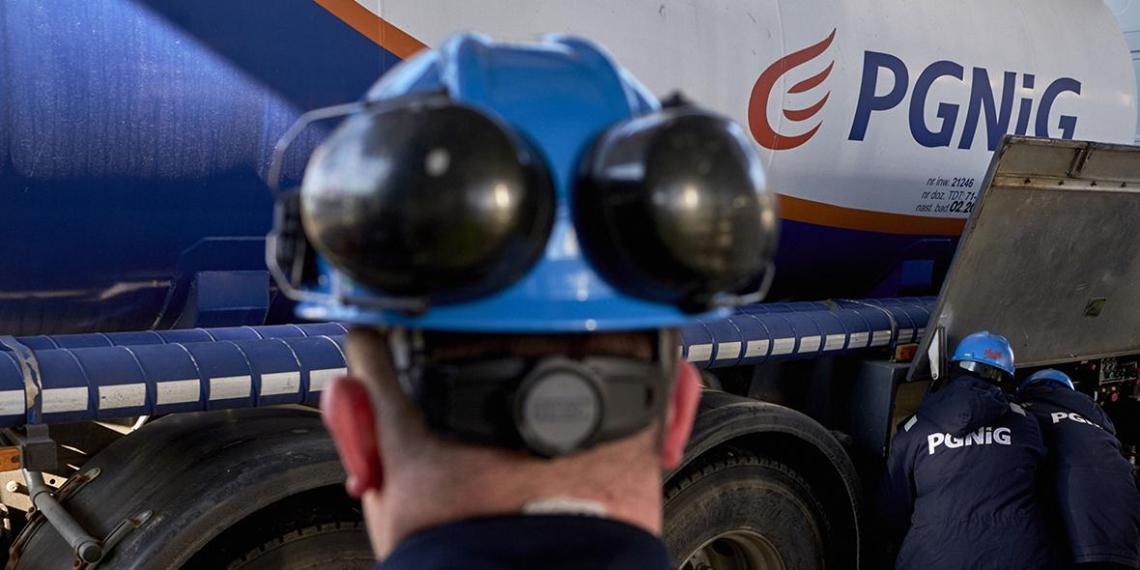 """""""Газпром"""" в июне выплатит Польше $1,5 млрд за газ"""
