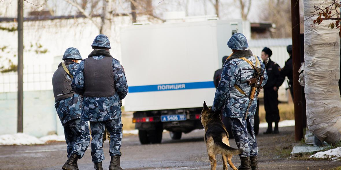 В Красноярском крае сотрудники ФСИН сломали челюсть полицейскому и поплатились