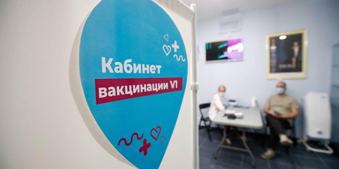 Собянин призвал москвичей активнее прививаться от COVID