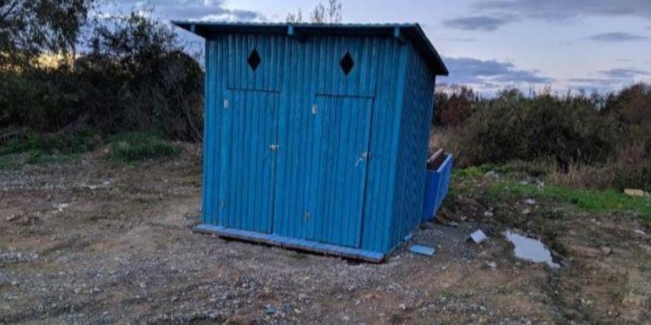 Российские чиновники потратили полмиллиона на возведение туалета с выгребной ямой