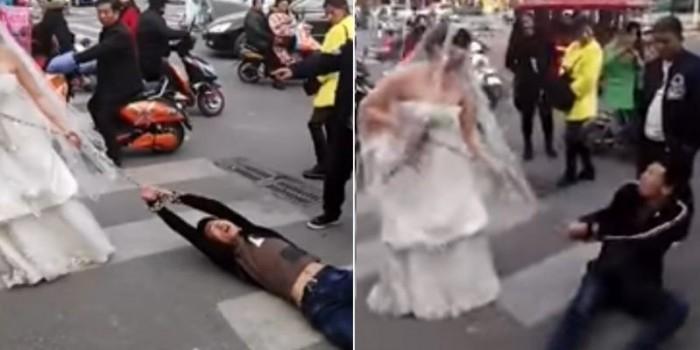 В Китае девушке пришлось тащить жениха на свадьбу в цепях