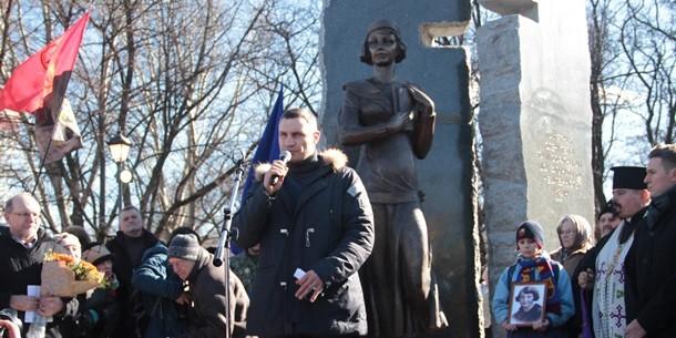 Кличко открыл в Бабьем Яру памятник члену ОУН