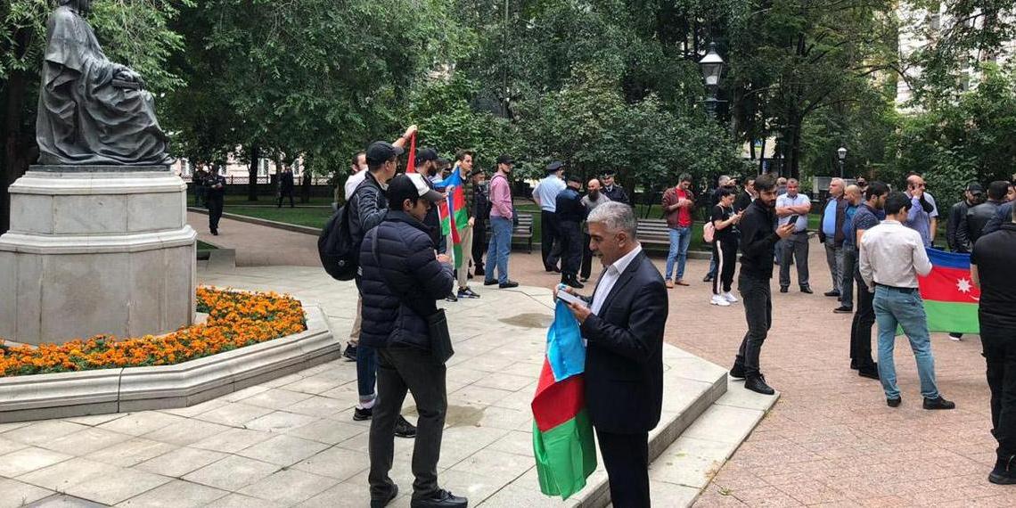 """""""Карабах наш!"""": в Москве прошла несанкционированная акция азербайджанцев"""