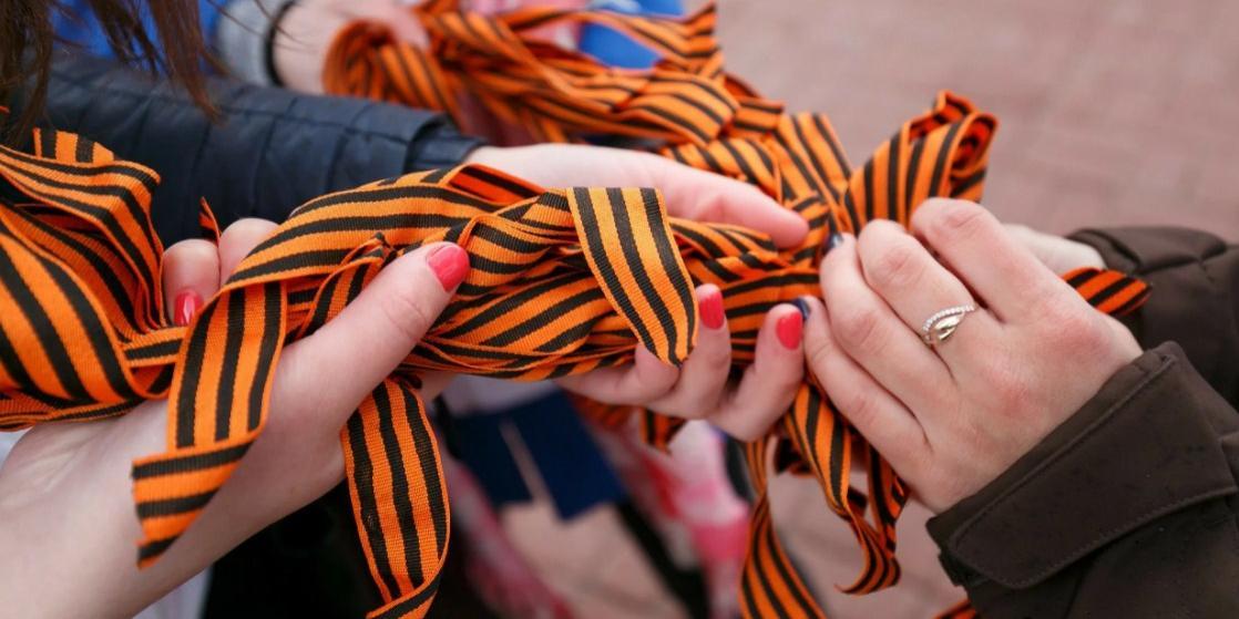 Более 200 георгиевских ленточек и бумажных журавликов раздали в Иркутске 9 мая