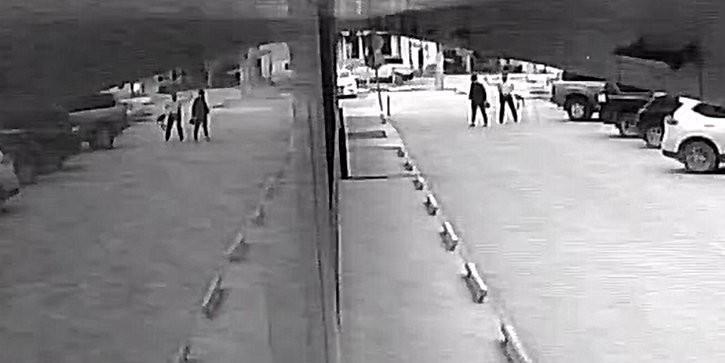 Российский депутат устроил разборку на парковке и кинул в оппонентку стаканом с кофе