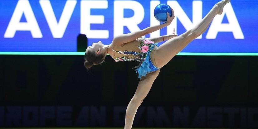 Российским гимнасткам вручили медали под гимн СССР