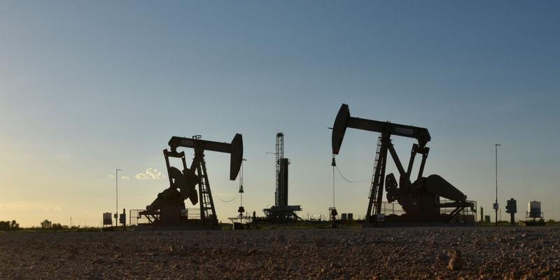 Нефть опустилась ниже $55 за баррель