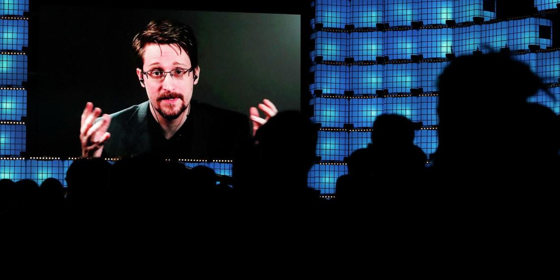 Сноуден захотел стать гражданином России