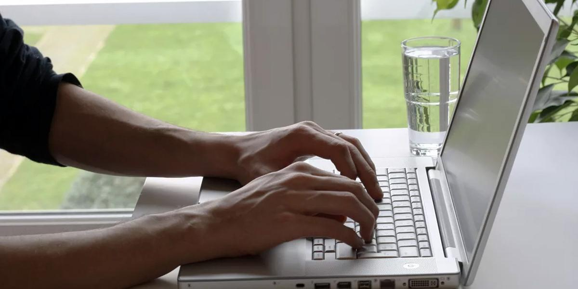 Каждый третий россиянин хотел бы чередовать офисную работу и работу на удаленке