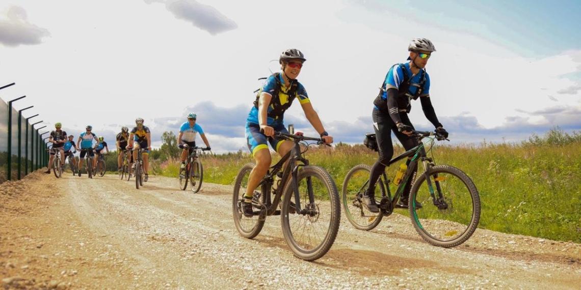 Президент Эстонии на велосипеде проинспектировала границу с Россией