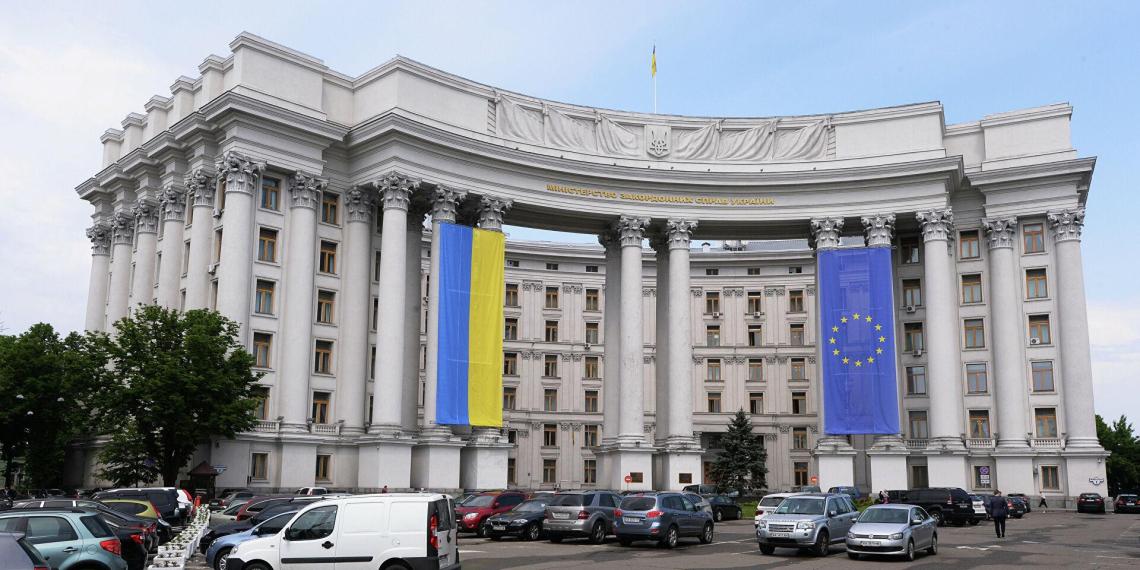 """Контракт Венгрии с """"Газпромом"""" на поставки газа в обход Украины расстроил Киев"""