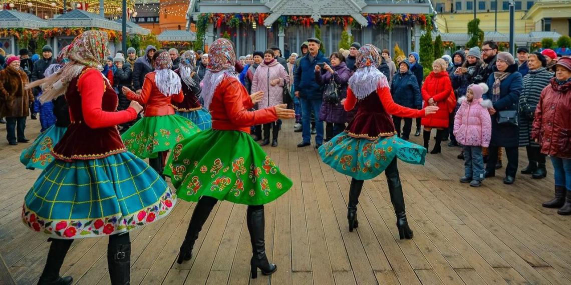Хороводы, концерт ложек и иммерсивный спектакль: как в Москве отмечают День народного единства