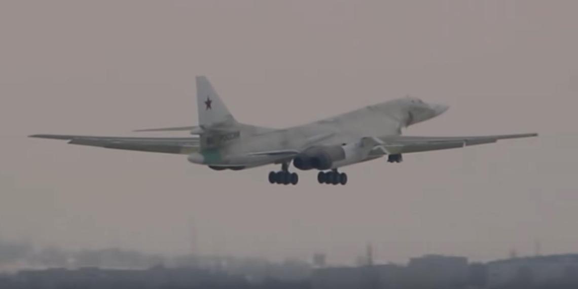Минобороны показало первый полет модернизированного Ту-160