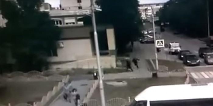Опубликовано видео ликвидации нападавшего на прохожих в Сургуте