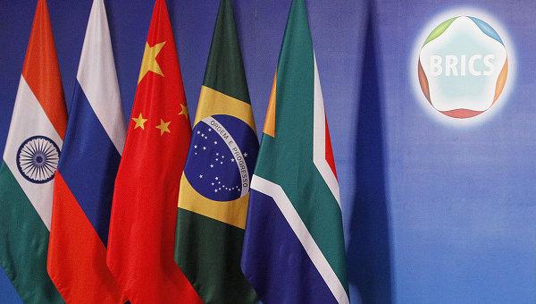 Экс-сотрудник Всемирного банка: страны БРИКС сделали шаг к дедолларизации глобальной экономики