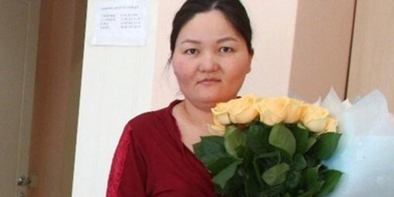 От роженицы из Омска потребовали оплатить налог за подарки и цветы от чиновников