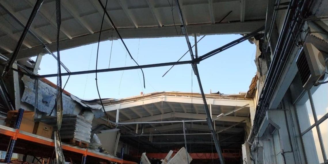 Обрушение крыши завода в подмосковном Дзержинском попало на видео
