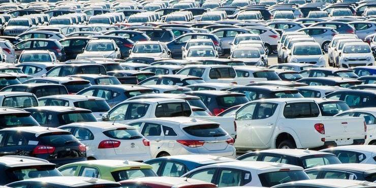 Продажи легковых автомобилей в России в августе выросли почти на 17%