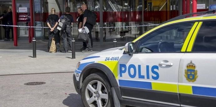 В Швеции мигранты разогнали отряд полиции