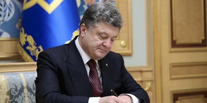 Журналисты нашли зависимость боевых действий на Донбассе от заграничных поездок Порошенко