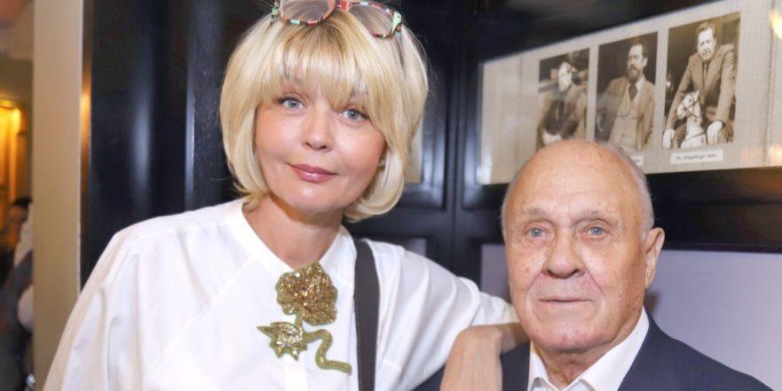 """""""Все. Все... Все..."""": Юлия Меньшова опубликовала пост об отце"""
