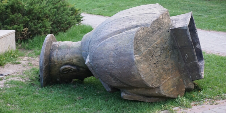 Стала известна реакция Зеленского на снос памятника Жукову