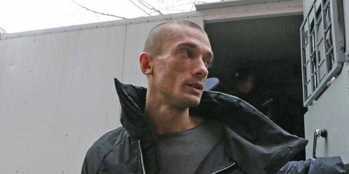 Сокамерник Павленского обвинил активиста в угрозах заражения ВИЧ