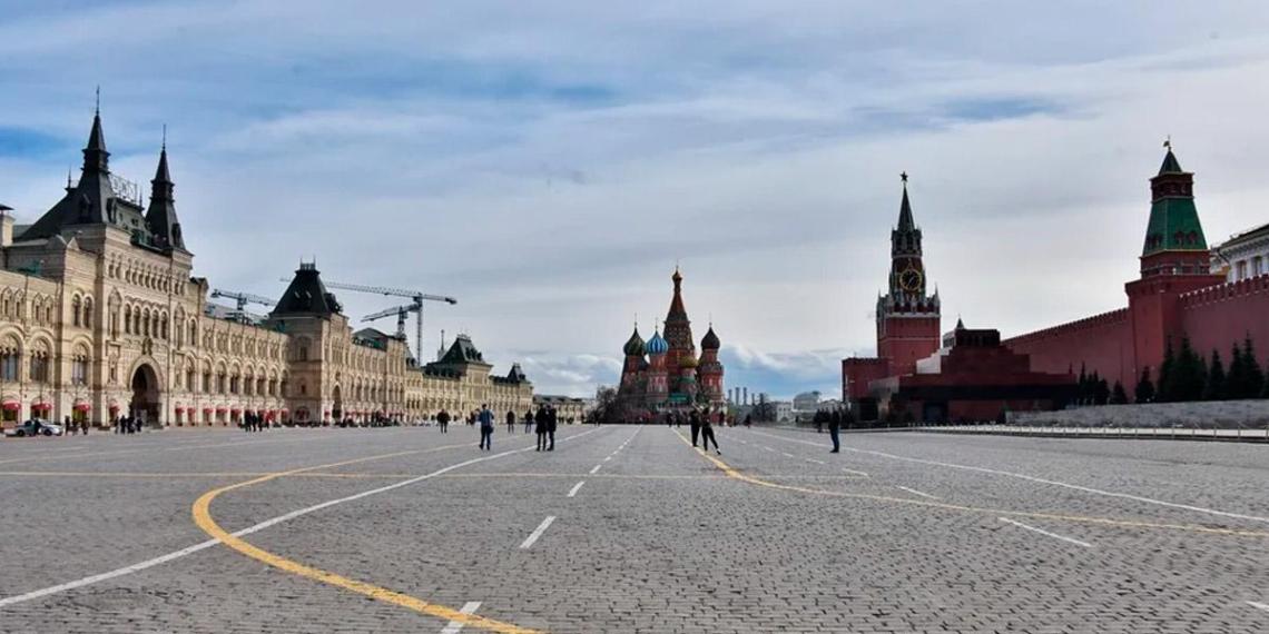 Собянин призвал москвичей соблюдать двухметровую дистанцию для снижения риска заражения Covid-19