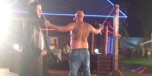 """Участников """"Дома-2"""" начали публично избивать плетьми"""