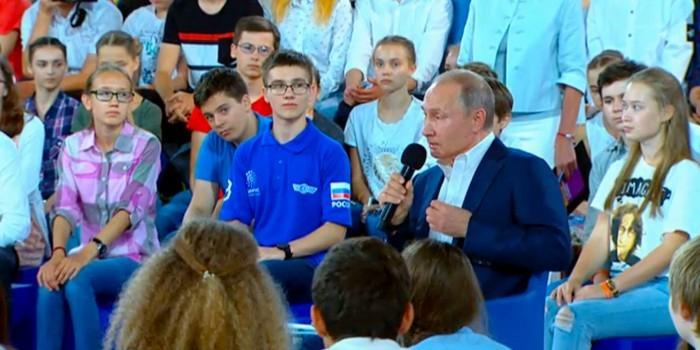 """""""Недетский разговор"""": Путин общается с воспитанниками """"Сириуса"""""""