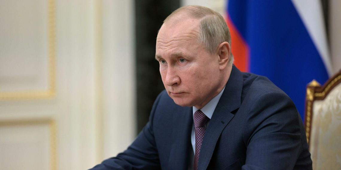 """Путин потребовал избавиться от """"унижающих людей"""" бюрократических процедур в социальной сфере"""