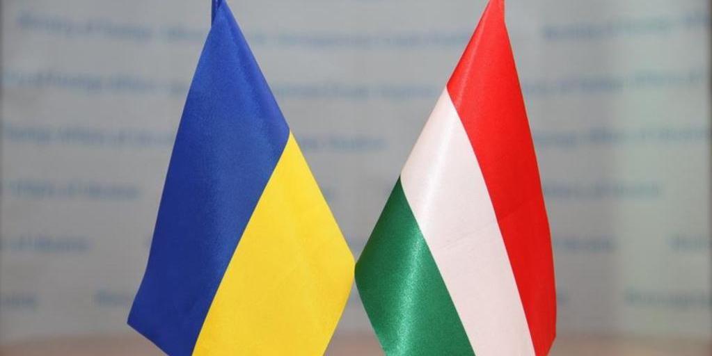 Украинские депутаты во время присяги спели гимн Венгрии