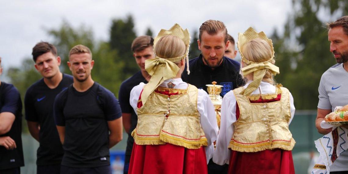 Британские футболисты отказались пробовать русский каравай